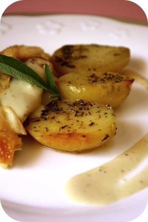 Poulet rôti à la sauge, sauce crémeuse à l'ail...